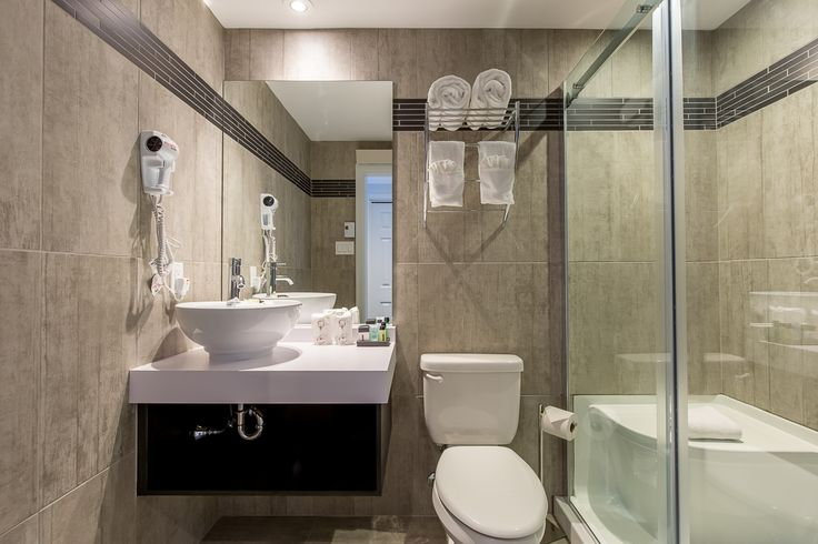 Completely renovated prestige room at Auberge Lac-Brome. A bathroom including a multi-jet shower, for even more serenity!
