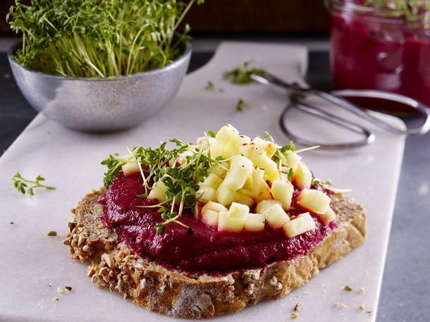 Abendessen zum Abnehmen: Rote-Beete-Creme auf Vollkornbrot