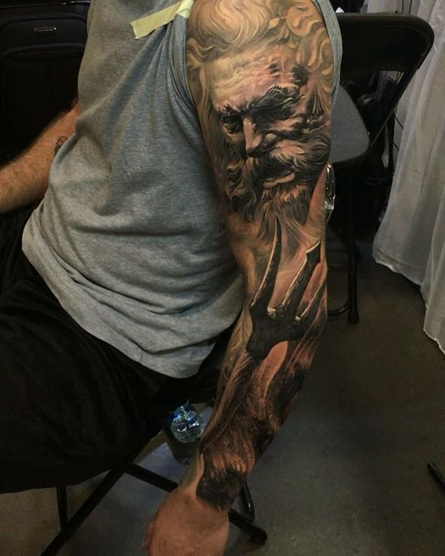 Also one of my pesonal fav from this year - despite it's not finished yet - this #Zeus vs. #Poseidon sleeve. You can check the photo in my story....I wish I could do more pieces like this! #intenzeink #cheyennetattooequipment #h2ocean #lvxlight #stencilanchored