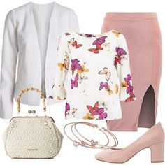 Outfit primaverile di ispirazione romantica, pensato per una Petite: blazer bianco, lineare, vestibilità normale, abbinato a gonna a tubino rosa, fascia elastica in vita, spacco, vestibilità aderente, lunghezza al ginocchio. Camicia ivory, in fantasia, scollo tondo, maniche a 3/4 con motivo di volant, cucitura sul seno, vestibilità normale, décolleté rose, punta tonda, tacco largo, deliziosa pochette beige, in tessuto lavorato, manico effetto bambù, set di bracciali color oro rosa.