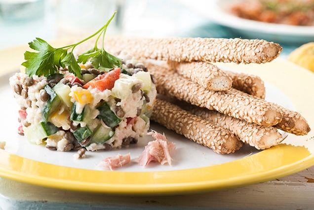 Φακές σαλάτα με κινόα και τόνο.