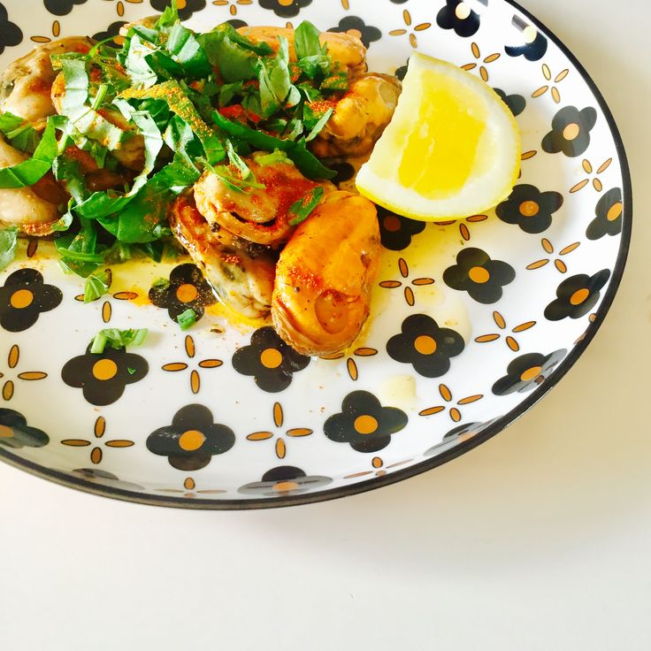 Smoked mussels + spices + herbs + lemon