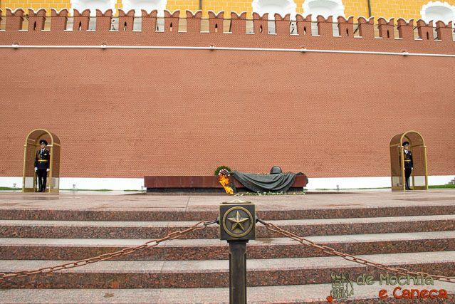 Tumulo do soldado desconhecido e chama eterna. Kremlin