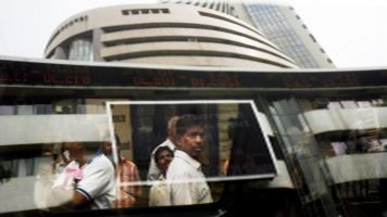 BSE to start trading on NSE from February 3 -03 February, 2017  :-> BSE concluded its Rs 1,243-crore initial public offering, will list on rival National Stock Exchange (NSE) on February 3. The issue, which was also the first share sale by a domestic stock exchange, was open to bidding on January 23-25. The IPO saw robust investor demand and was oversubscribed 51.22 times.