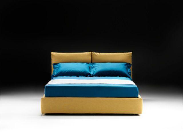 MARINA, design classico e un relax ineguagliabile grazie ai comodi cuscini della testiera.