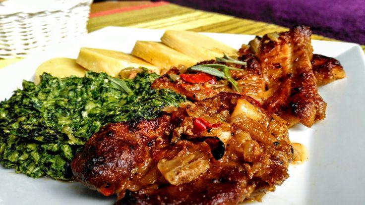 Pečená krkovice s bůčkem na česneku a cibuli s baby špenátem a bramborovým knedlíkem