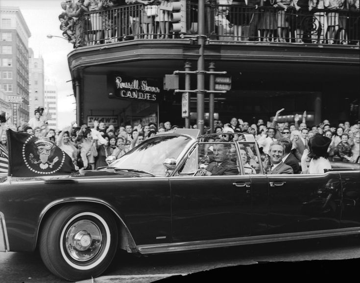 jfk 39 s motorcade through downtown dallas nov 22 1963 camelot pinterest jackie kennedy. Black Bedroom Furniture Sets. Home Design Ideas