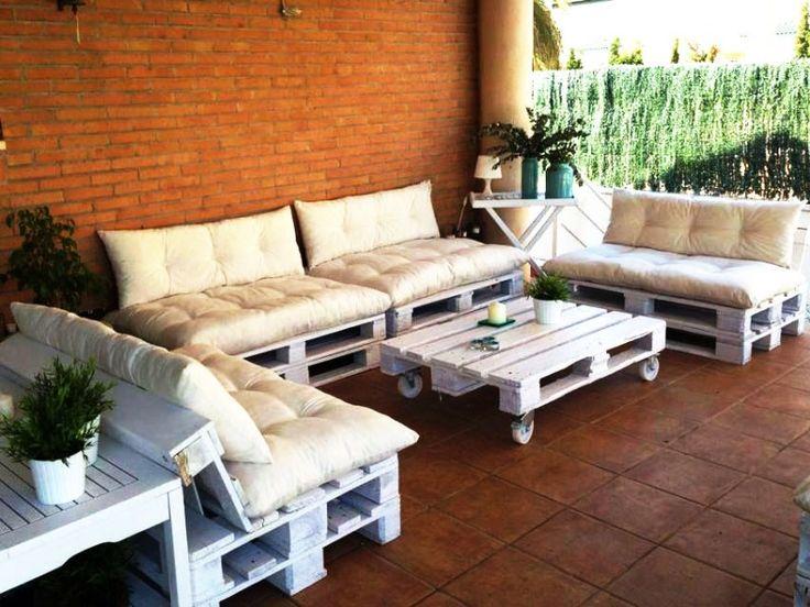 Двухместный диван с подушками+стол