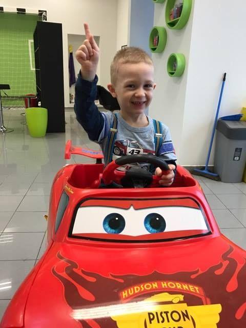 Ruka HORE! #kadernictvo #trnava #bratislava #kadenrictvotrnava #car #boy #littleboy #cute #cuteboy #haircut #hairstyle #boyhairstyle #slovakia #slovensko