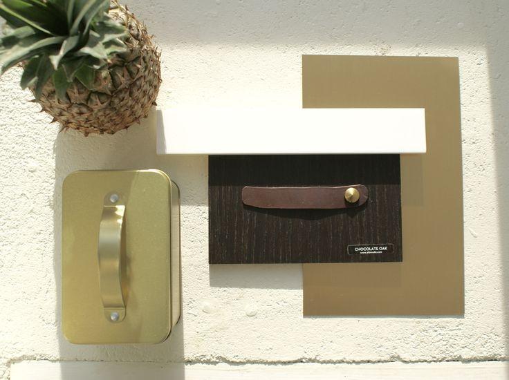 Moodboard Monday - Choc & gold Chocolade eiken fronten, tuigleren bruine grepen, wit aanrechtblad en gouden plinten en accenten. Verkrijgbaar bij FRONTZ