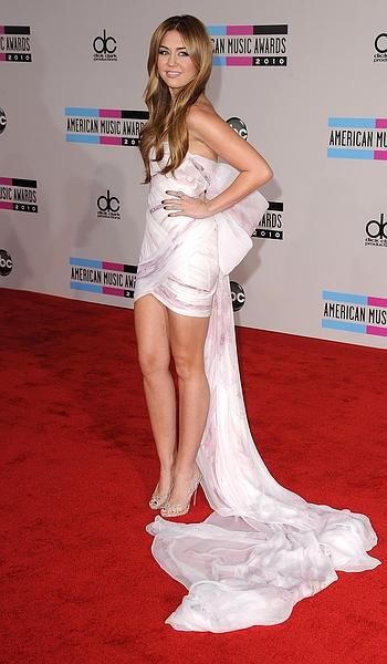 Miley Cyrus in Marchesa.