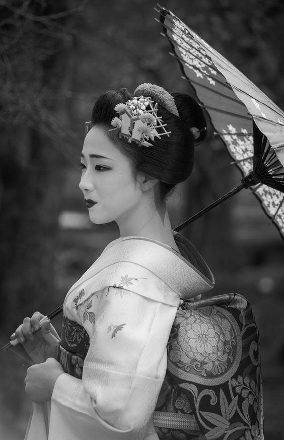 "secret-okiya: "" 舞妓 maiko まめ藤 mamefuji 祇園甲部 KYOTO JAPAN """