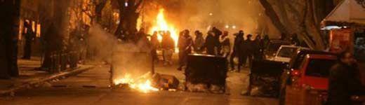 Τα παιδιά, αν και σφόδρα… φιλοσοφημένα, έχουν και πάλιπροβλήματα λίμπιντο Ο φασισμός είναι εδώ, ανεμπόδιστος και δυνατός (καμιά 200αριά νοματαίοι) Το σύνηθες κλασικό μενού των Αντι(κιΕτσι): Πορεία. Καμμένα αυτοκίνητα στο κέντρο της Αθήνας, φωτιές σε κάδους απορριμμάτων. Τα γνωστά όμορφα … Συνέχεια