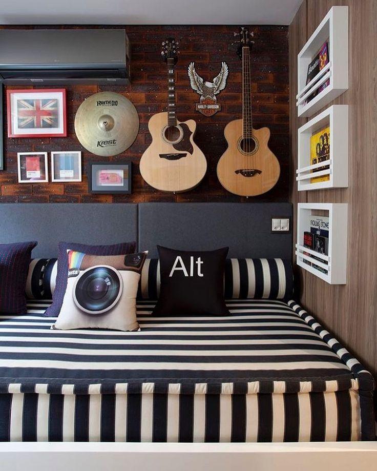 Um super futon para um quarto de tv e entretenimento. #decor #inspiration #designdeinteriores #inspiração #futon