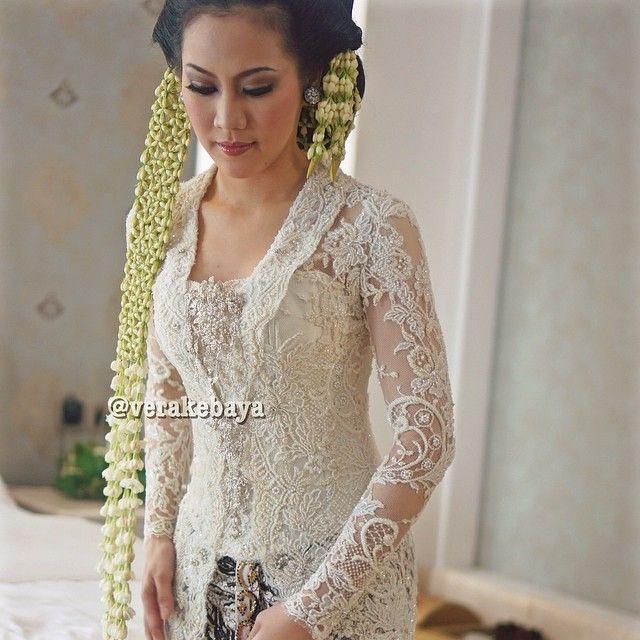 "1,719 Likes, 39 Comments - Vera Anggraini (@verakebaya) on Instagram: ""Details...👰👰👰 #kebaya #akadnikah #lace #bride #weddingdress #weddinginspiration #fashionwedding…"""