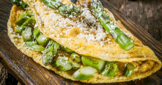Recette de Omelette légère du soleil asperges et parmesan. Facile et rapide à réaliser, goûteuse et diététique. Ingrédients, préparation et recettes associées.