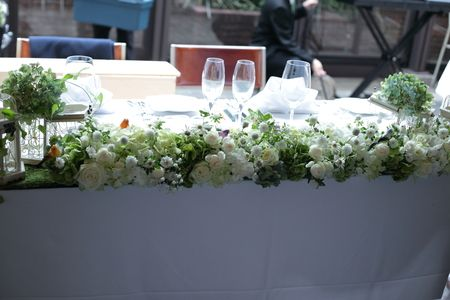 秋の卓上装花 ガラスの小瓶を並べて アンカシェット様へ