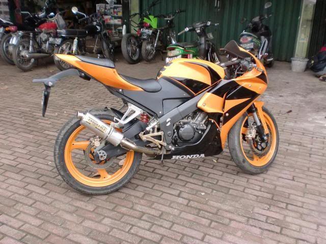 Modifikasi Honda CBR 150 Hitam Orange