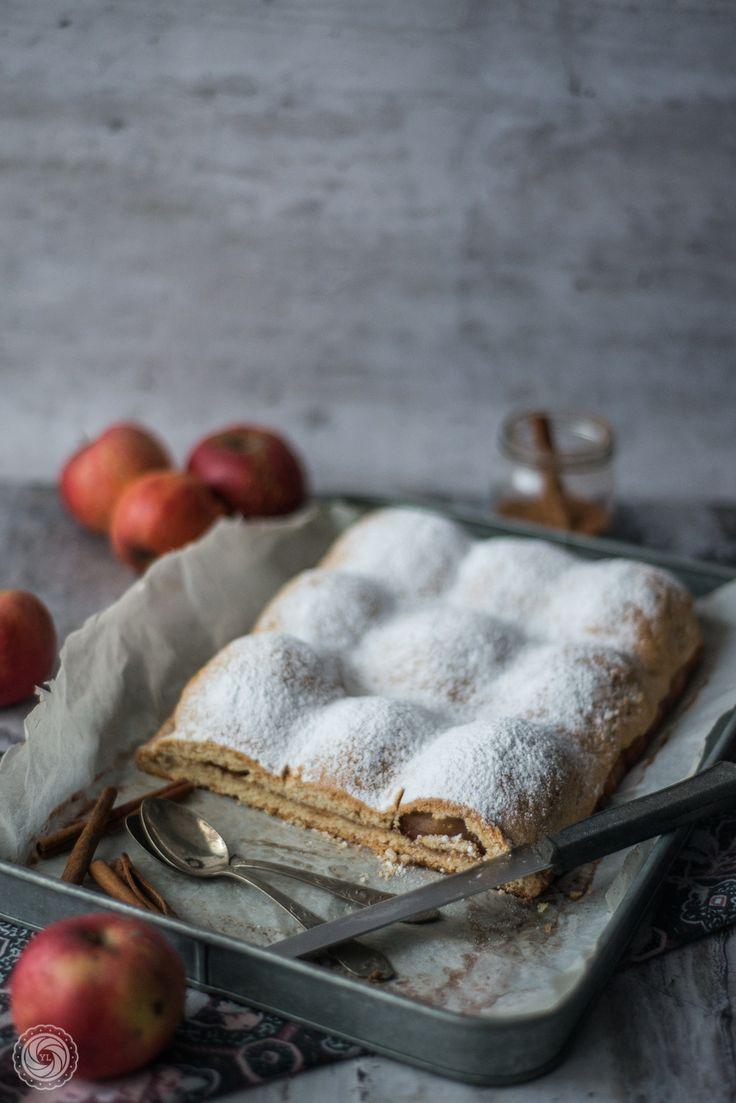 Szarlotka z połówkami jabłek. | Half-apple cake. | Yummy Lifestyle