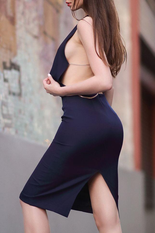 Granatowa Sukienka Z Odkrytym Tylem Bezowe Szpilki I Cieliste Ponczochy Ari Maj Personal Blog By Ariadna Majewsk Attractive Dresses Dresses Backless Dress