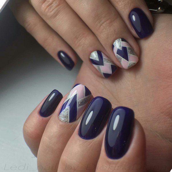 Accurate nails, Black nails ideas, Black shellac, Geometric nails, Nails by striped dress, Original nails, ring finger nails, Spectacular nails