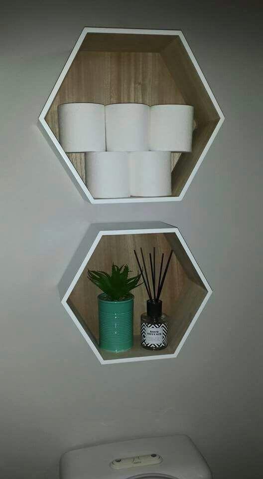 Mooie kastjes voor beneden toilet, in pastel kleur met fotolijstjes en gouden draadstaal accenten