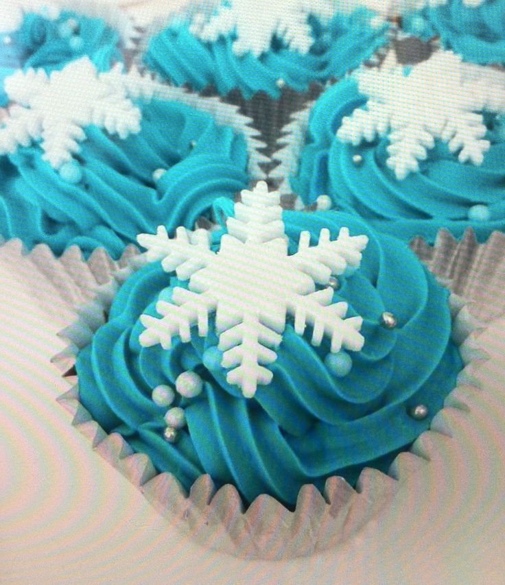 12 edible fondant snowflakes for cupcake/cake by CakeyBshop, £3.00