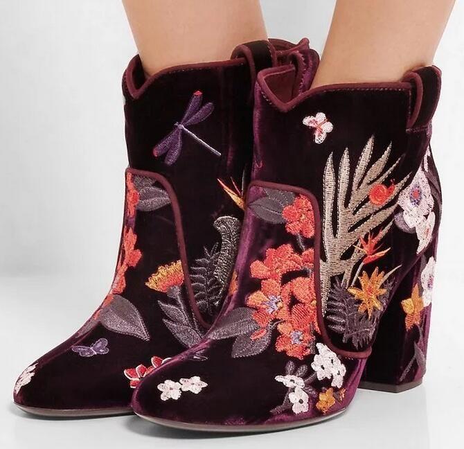 Купить товарТолстые каблуки вышитые цветы осень зима ботильоны 2016 новых прибыть женщина скольжения на ботинки размер 35 42 в категории Сапоги и ботинкина AliExpress. толстые каблуки вышитые цветы осень зима ботильоны 2016 новых прибыт%