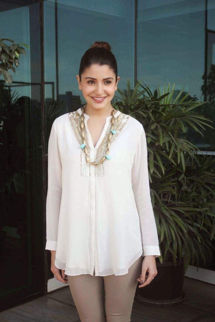 celebstills: Anushka Sharma At Film 'NH10′ Success Bash At Eros Office, Mumbai