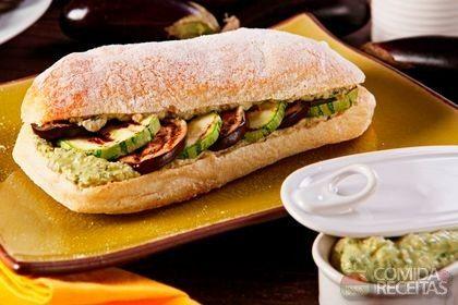 Receita de Ciabatta com pesto de maionese e legumes grelhados em receitas de paes e lanches, veja essa e outras receitas aqui!