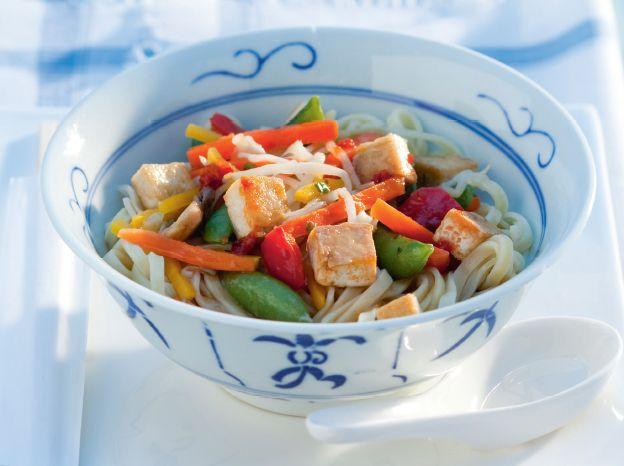 Vanavond op het menu: vegetarische mie met groenten. Lekker en gezond! http://www.vriendin.nl/koken/recepten/7000/recept-voor-mie-met-tofu-en-groenten
