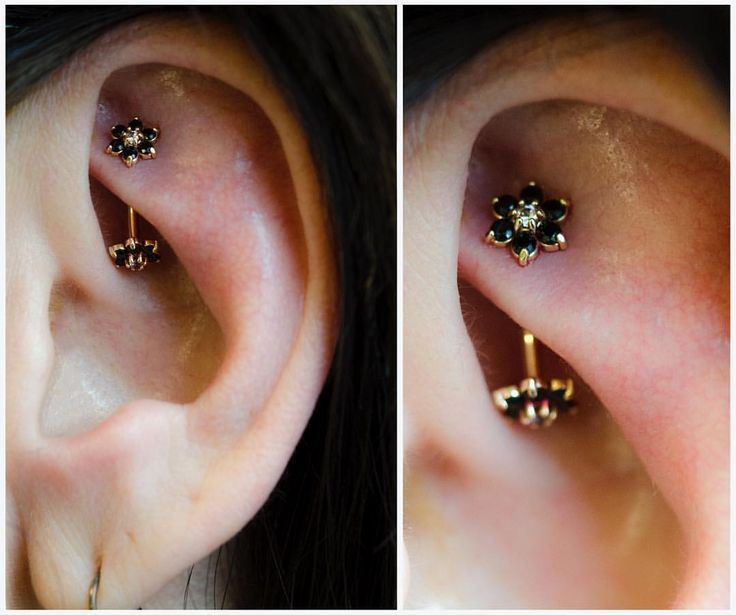 Rook piercing I did during my guest spot at @rockstarpiercing . 18k yellow gold…