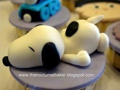 Snoopy cupcake. My sister would absolutely love this!