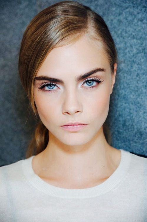 Cara Delevingne has those stand-out brows, she has that significant look that makes her looks sweet, yet sassy.: