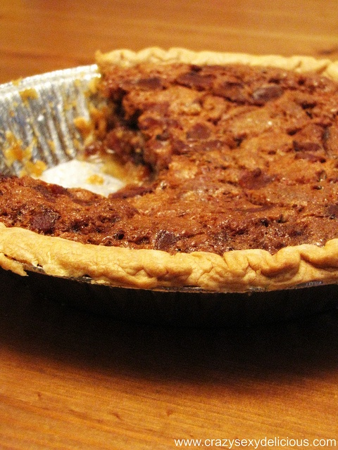 Manly Maple Bacon Pecan Rum Pie http://yummyluv.blogspot.com/2013/02 ...