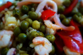 Ricetta della paella di pesce. Per vedere la ricetta completa andate su http://pimikiallaricettadellaformulaperfetta.blogspot.it/2016/05/paella-di-pesce-e-verdure-modo-nostro.html  Paella of fish recipe