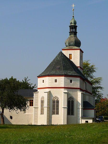 Vítaným přínosem jsou i aktuální snímky obnoveného kostela sv. Floriána v Krásném Březně - další z dokumentovaných památek ve správě NPÚ. File:Krásné Březno, kostel svatého Floriána..JPG