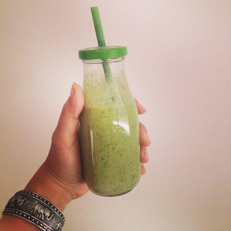 Smoothie Vert Exotique  Découvrez la recette de ce Green Smoothie au Lait de Coco #lamandorle sur notre blog : http://www.lamandorle.com/blog/smoothie-vert-exotique/