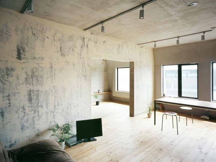 雑誌などで見かけるコンクリート打ちっぱなしのお家。いつか住んでみたいと憧れている方も多いのではないでしょうか。