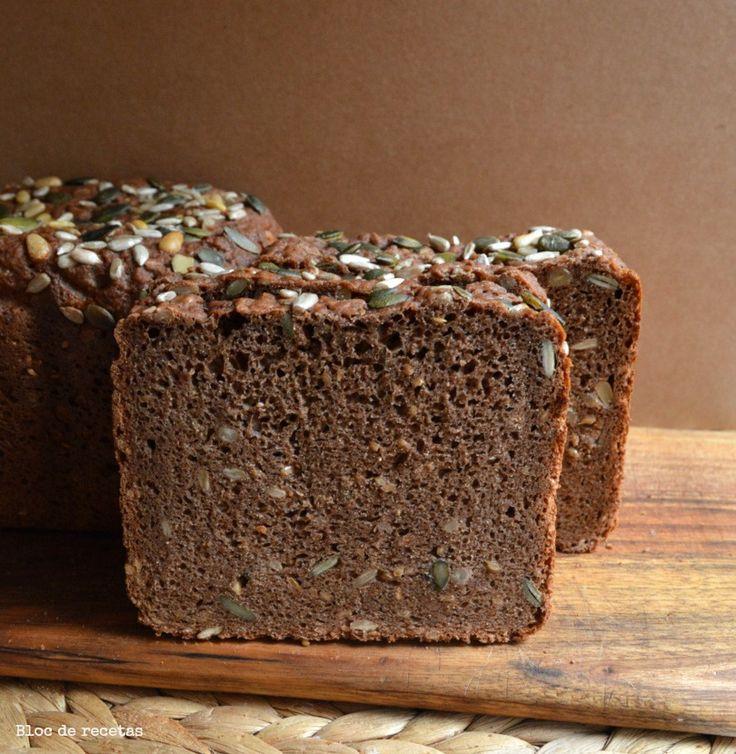 Tenía muchas ganas de un pan tipo Pumpernickel alemán con semillas y me arriesgué a hacerlo en la panificadora, el resultado ha sido ...