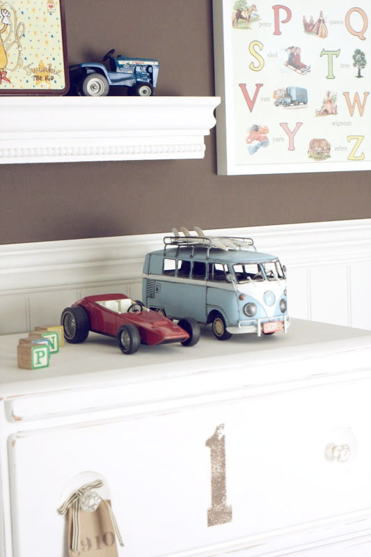 if we had a boy...his room would be full of hunting stuff for his dad's sake...but in my head it would be like this. that vinage vw bus is just so darn cool.