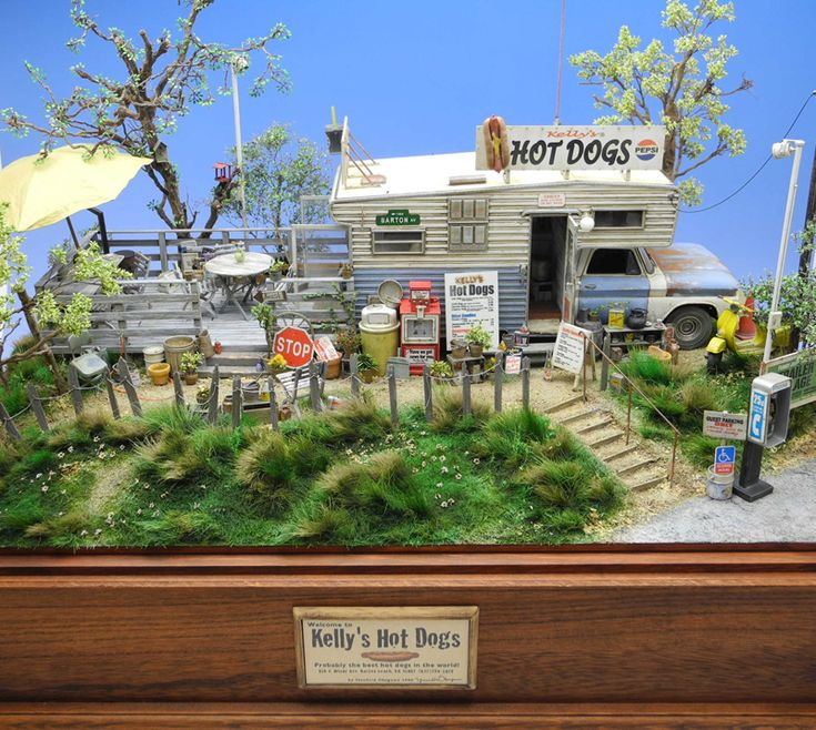 """""""Kelley's Hot Dogs"""" 1/24 scale. By """"Doozy"""" Yasu OKUGAWA. AMT 1/25 scale Open road camper. #diorama #model_cars #scale_model"""