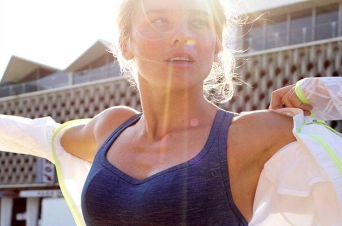 Tijdens het sporten is het belangrijk dat je de juiste sportbeha draagt. Het houdt je borsten op één plek en het geeft veel comfort.