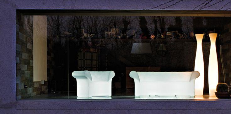 Atmosfere notturne. http://carlocivera.org  #divanoluminoso #design #arredamento