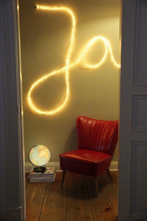 Easy peasy DO IT YOURSELF: Wörter an die Wand schreiben mit einem Lichtschlauch