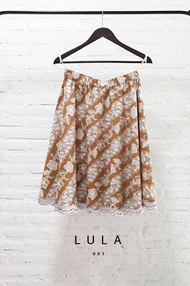 Lula 001 IDR 390.000 Elastic Contemporary Batik Parang with Floral Embroidery Skirt  Length of Skirt : 61 cm  Material used : Contemporary Batik Parang Cap, Cotton. Floral Embroidery.