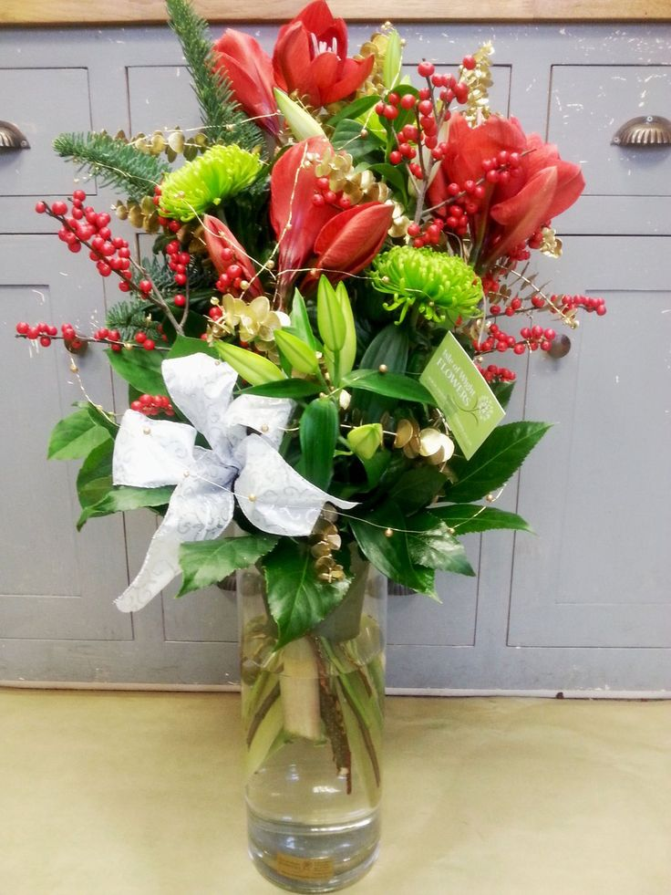 Lovely vase for one of our Corporate Clients today. Will look super in their reception area.  #christmasflowers http://www.isleofwightflowers.co.uk/