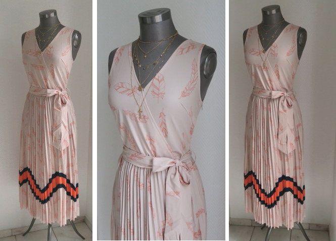 4aafcd80e0cfe Midi Kleid mit plissierten Rockteil Federn Print und Color Blocking  Streifen und Gürtel, ärmelloses rosa