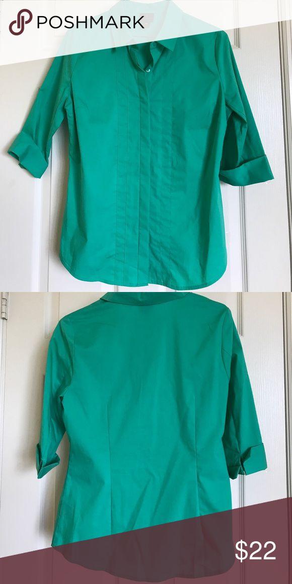 Womens green shirt. Womens green dress shirt. Petite medium size, 65%cotton/30%polyester/5%spandex fabric, elbow sleeve. Worthington Tops Blouses