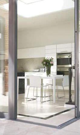 Baie vitrée pliante-coulissante en aluminium - HAMPSTEAD by Square Feet Architects - Cantifix Architectural Glazing